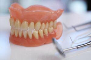 Протезирование зубов в клинике Айсберг